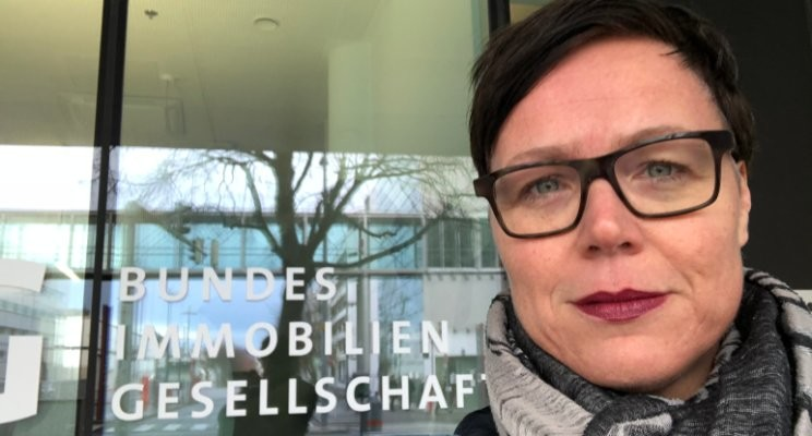Marion in front of Bundesimmobiliengesellschaft