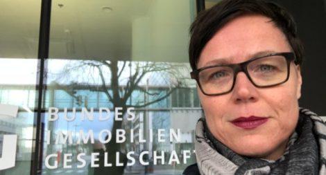 Marion in front of Bundesimmobiliengesellschaft